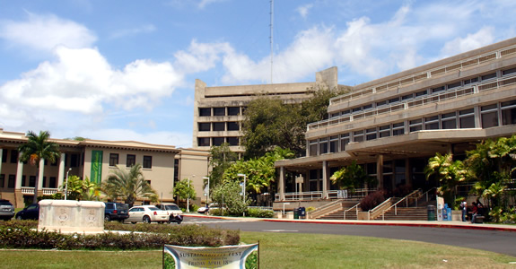 View from the mall of Hawaiʻi Hall and the Queen Liliʻuokalani Center for Student Services